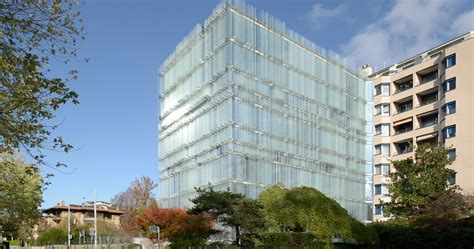 Naturallyventilated Glass Building Looks Like A