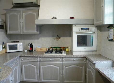 peinture v33 cuisine cuisine rénovée avec peinture v33 effet patiné blanc