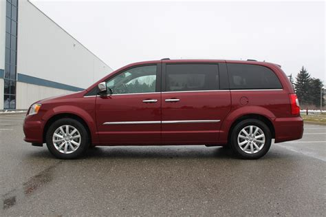 2016 Chrysler Town and Country Review - AutoGuide.com