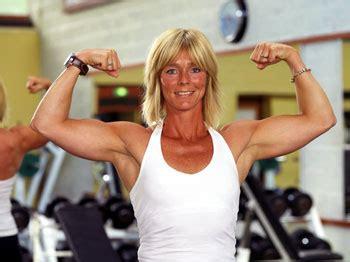 Gespannen spieren boven borst - vrouw en overgang