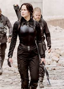 ULTIMATE COSTUME GUIDE OF KATNISS EVERDEEN FROM HUNGER ...