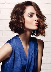Carré Plongeant Long Bouclé : cheveux mi long coiffure mi long marie claire ~ Melissatoandfro.com Idées de Décoration