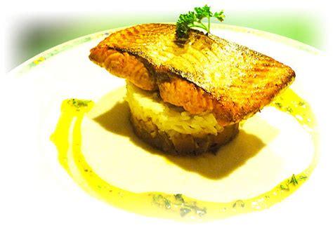 id馥 recette de cuisine pavé de saumon au riz basmati brumoise de légumes façon thaïe lait de curry au persil fiches cuisine gastronomique mes recettes
