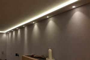 Indirekte Beleuchtung Abgehängte Decke : stuckleisten lichtprofile f r indirekte led beleuchtung von wand und decke aus hartschaum ~ Indierocktalk.com Haus und Dekorationen