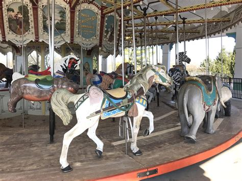 louisville zoos carousel    powered