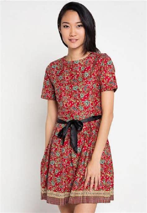 bagaimana  modifikasi baju batik modern wanita pendek
