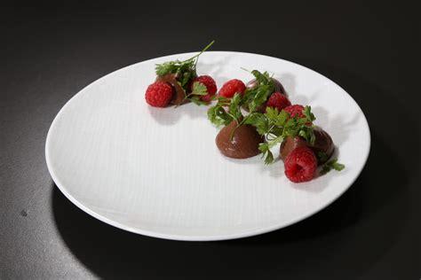 le cerfeuil en cuisine crème chocolat framboise et cerfeuil de florent ladeyn