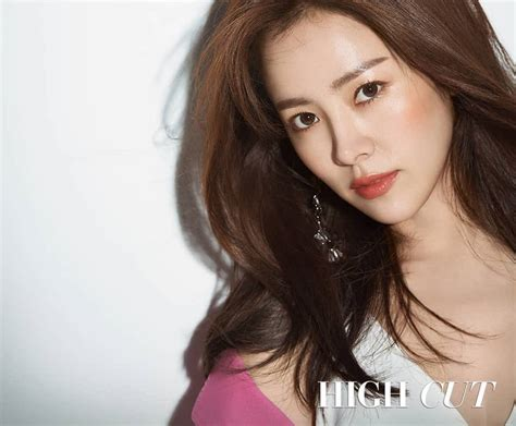 "Han Ji Min Raves About Her ""familiar Wife"" Co Star Ji Sung Soompi"