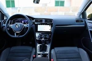 Volkswagen Golf Carat Exclusive : essai vid o volkswagen golf 2017 la patronne ~ Medecine-chirurgie-esthetiques.com Avis de Voitures