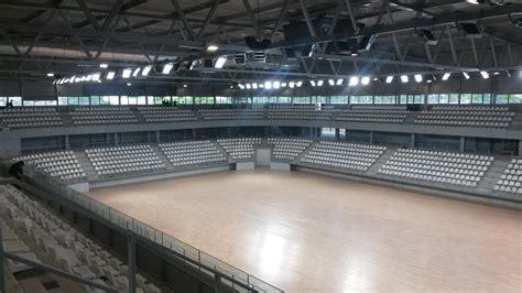 salle de sport reze pr 232 s de nantes une salle sportive 233 clair 233 e 224 100 par des led r 233 alisations