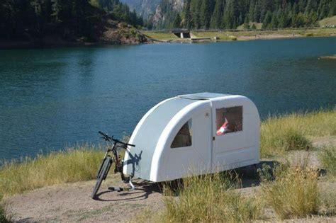 e bike anhänger cing auf zwei r 228 dern ebike caravan ebike news de