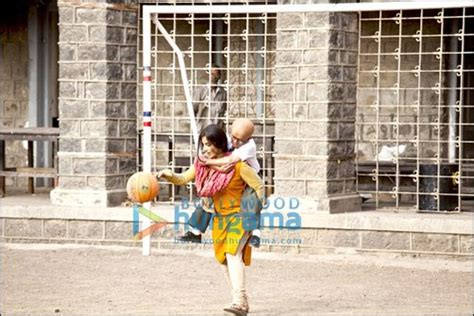 Vidya Balan Carries Year Old Actor Paa Trips
