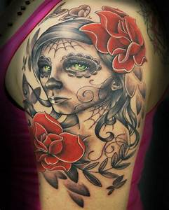Rosen Tattoos Schwarz : totenkopf tattoo ideen und symbolik tattoos zenideen ~ Frokenaadalensverden.com Haus und Dekorationen