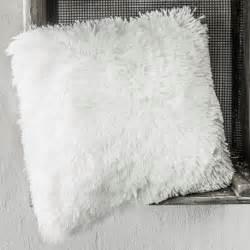 OSLO Coussin blanc uni fausse fourrure 30x40 cm Décoration scandinave pas cher chambre ado