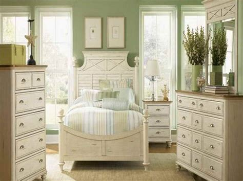 Bedroom Decor Ideas For Cheap by Wall Decorating Ideas For Bedrooms Cheap Diy Wall And