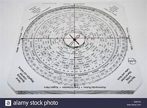 Feng Shui Deutsch : feng shui compass lo pan series free plates feng shui compass lo pan stock photo 23490086 alamy ~ Frokenaadalensverden.com Haus und Dekorationen