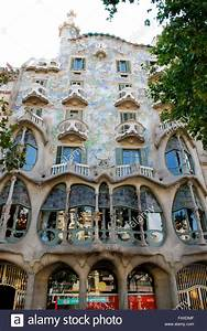 The facade of the house Casa Batllo (the house of bones ...