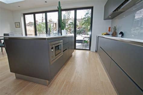 peinture meuble cuisine stratifié cuisine gris anthracite 56 idées pour une cuisine chic