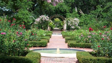 botanical gardens   orleans  enchant