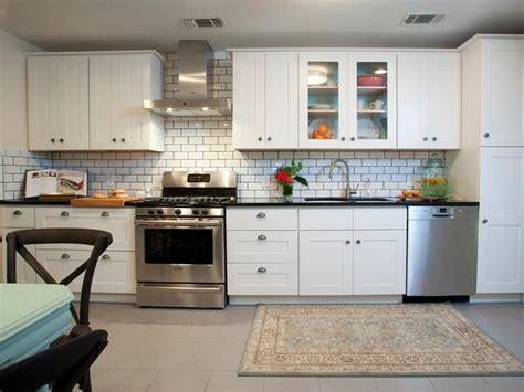 dress  kitchen  style   white subway tiles