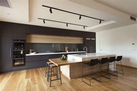 cuisine avec parquet cuisine contemporaine avec parquet clair