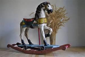 Cheval En Bois à Bascule : old rocking horse wooden chevaux de carrousel bascule ~ Teatrodelosmanantiales.com Idées de Décoration