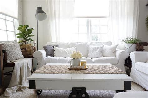 Farmhouse Sofa by 15 Farmhouse Style Decor Ideas To Get You Started