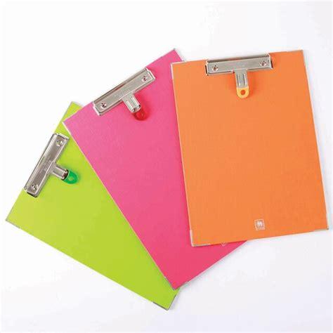 คลิปบอร์ด A4 คละสี ตราช้าง 1110A | OfficeMate