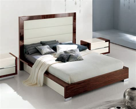 Sogno Modern Leather Bed