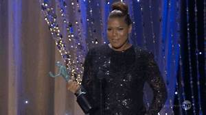 Queen Latifah Trophy GIF - Find & Share on GIPHY