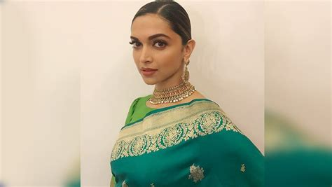 Deepika Padukone Looks Magnificent In Her Green Sari But ...