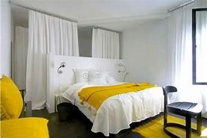 Linge De Lit Adulte : decoration chambre adulte harmonie de blanc et de jaune ~ Teatrodelosmanantiales.com Idées de Décoration
