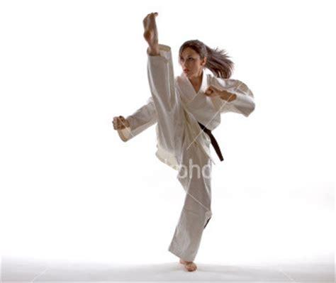 sabuk taekwondo karate beladiri koleksi foto tendangan karate keren info karate
