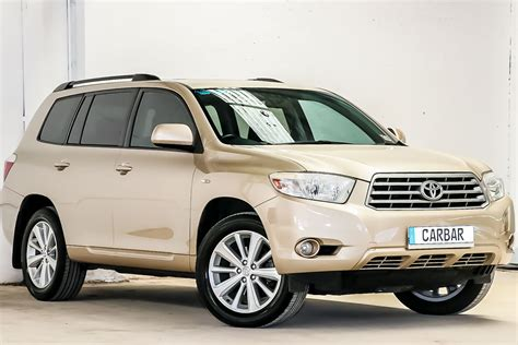 There's plenty of headroom, with enough shoulder room for three adults. 2010 toyota kluger altitude review