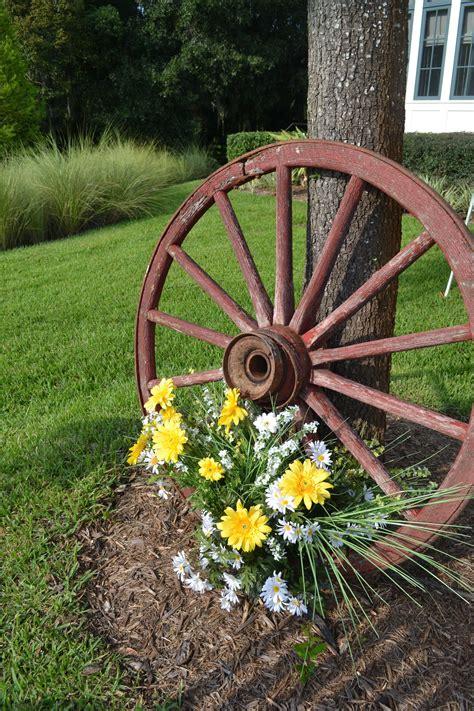 Creative Backyard Wedding Decorations Wagon Wheels