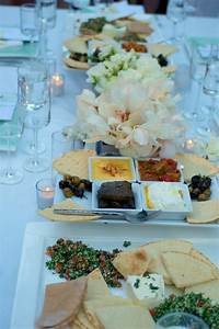 Idée Buffet Mariage : family style dinner setup for wedding reception g teau mariage id es buffet ~ Melissatoandfro.com Idées de Décoration