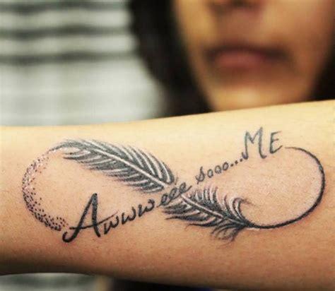 tatouage plume  signe infini cochese tattoo