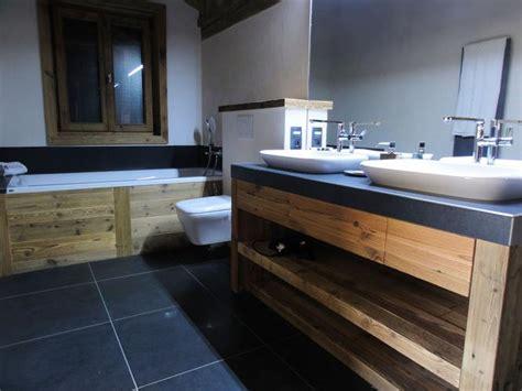agencement de cuisine au bois de montagne salle de bain