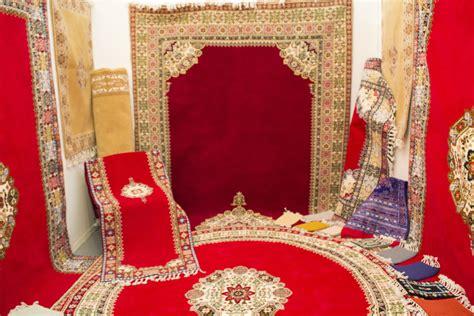 plusieurs types de tapis marocains lart deco oriental deco salon marocain