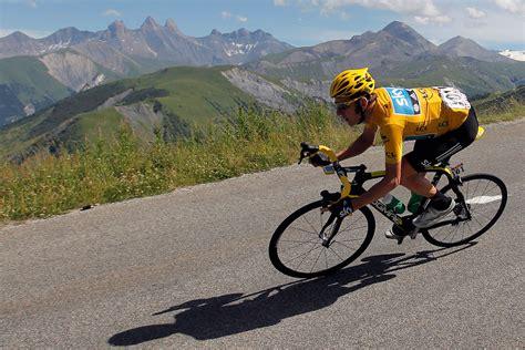 Enorme Chute Lors De La 3ème étape Du Tour De France 2015