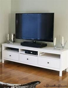 Ikea Table Tv : 25 best ideas about ikea tv stand on pinterest ikea tv low tv stand and living room sets ikea ~ Teatrodelosmanantiales.com Idées de Décoration