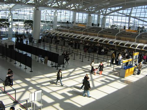 File:JFK terminal4.jpg - Wikimedia Commons