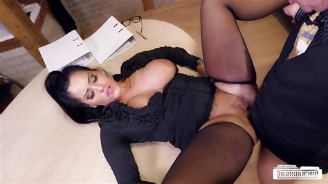 Bums Buero Sex At Work With A German Milf Secretary