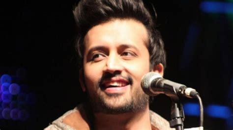 Atif Aslam Stops Concert Mid-way