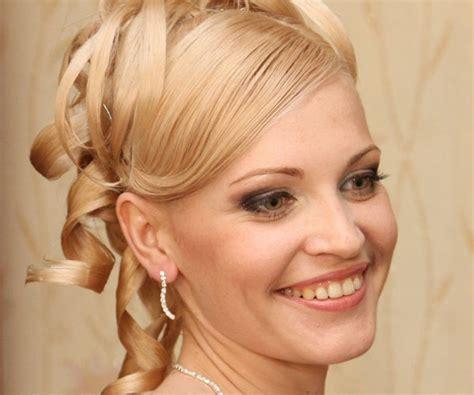 30 Beautiful Short Medium Hairstyles