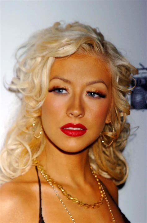 hollywoodish christina aguileras makeup