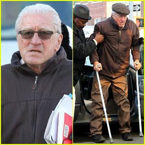 robert de niro uses crutches on the irishman set paquin robert de niro just jared