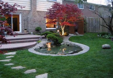 Bonsai Baum Im Japanischen Garten Neben Dem Gartenteich