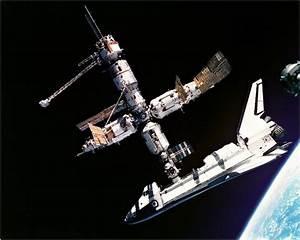 Historic Headlines | June 29, 1995: U.S. Shuttle Docks at ...