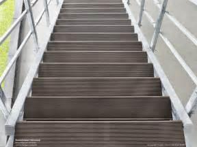 verzinkte treppen verzinkte außentreppe mit podest wpc treppe